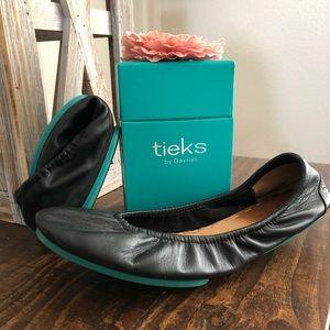 Black Tieks